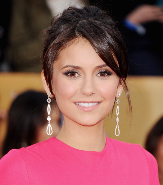 http://nina-dobrev.us/photos/albums/Appearances/2013/SAG%20Awards/038.jpg