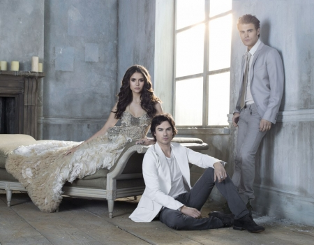 http://nina-dobrev.us/photos/albums/vampire%20diaries/season%203/Promotional%20Photos/Shoot%2001/normal_001.jpg